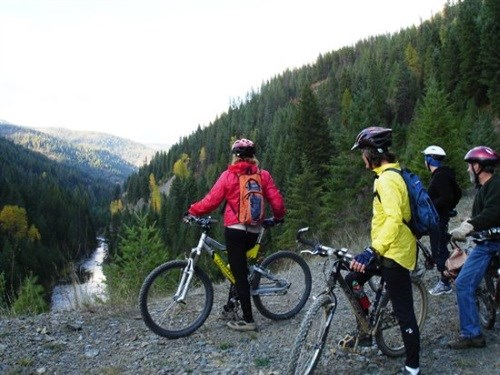 cyclists-on-trail-in-mountains.jpg